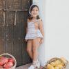 ilo-lilo_verano20_exteriores peto falda manila stripes (3)