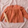 ilolilo_prendas_inv21_camisa niñamagdalena volantes pecho (6)